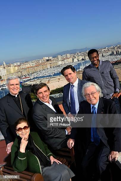 European Capital Of Culture 2013 Quelques Marseillais de coeur ou de naissance posent au dessus du VieuxPort Au premier plan de gauche à droite...