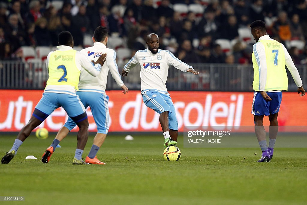 Marseille players warm up prior to the French L1 football match Nice (OGC Nice) vs Marseille (OM) on February 14, 2016 at the 'Allianz Riviera' stadium in Nice, southeastern France. / AFP / VALERY HACHE