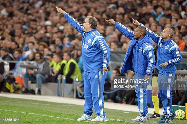 Marseille's Argentinian head coach Marcelo Bielsa reacts with staff members during the French L1 football match between Marseille and Paris on April...