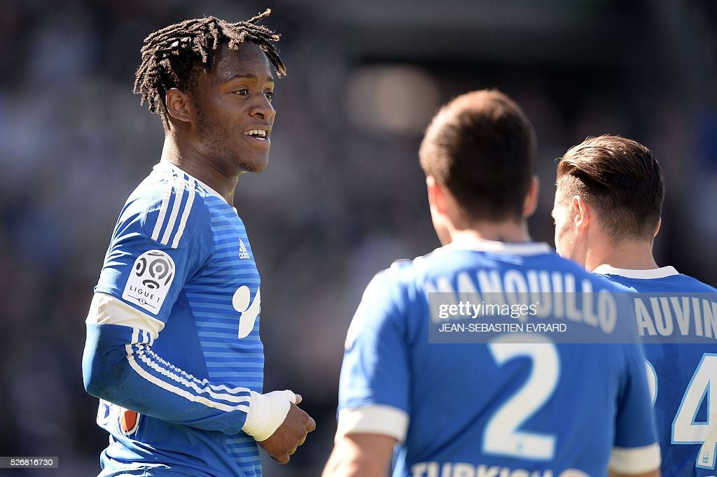 Marseille's Belgian forward Michy Batshuayi celebrates with his teammates after scoring during the French L1 football match between Angers and Marseille on May 1, 2016 at the Jean Bouin stadium in Angers, western France.