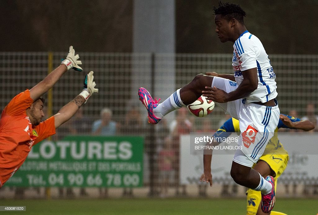 Marseille's Belgian forward Michy Batshuayi (R) vies with Chievo Verona's goalkeeper Andrea Seculin during the friendly football match Olympique de Marseille vs Chievo Verona on August 2, 2014 in Le Pontet, southern France.