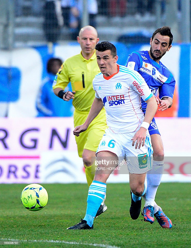 Marseille's British midfielder Joey Barton (C) vies with Troyes' French midfielder Fabien Camus (R) during their French L1 football match Olympique of Marseille (OM) versus Troyes (ESTAC) at the Velodrome stadium in Marseille, on March 3, 2013.