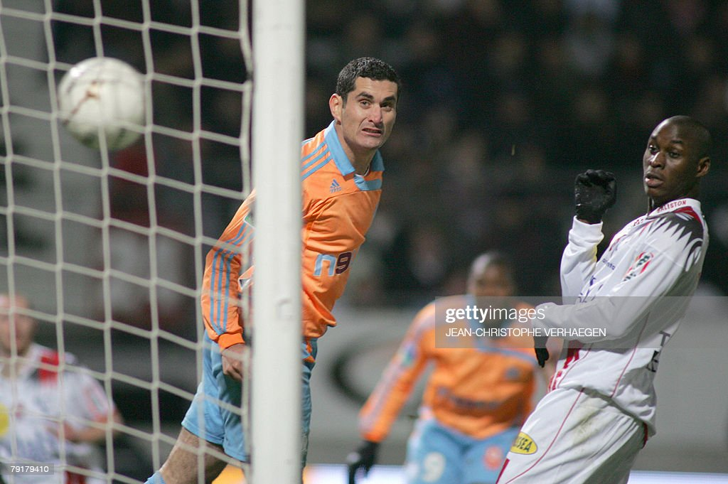 Marseille's defender Julien Rodriguez (L) and Nancy's forward Marc-Antoine Fortune (R) watch the ball enter the net after a kick by Nancy's midfielder Jonathan Brison (not on picture) during their French League 1 football match at Marcel Picot Stadium, 23 January 2008 in Tomblaine.