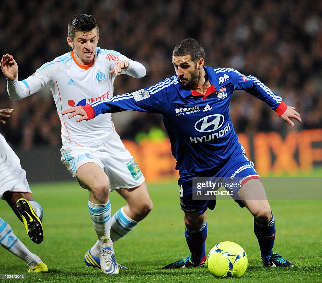 Marseille's English midfielder Joey Barton (L) vies with Lyon's Argentinian forward Lisandro Lopez during the French L1 football match Olympique Lyonnais (OL) vs Olympique de Marseille (OM) on March 10, 2013 at the Gerland stadium in Lyon, southeasthern France.