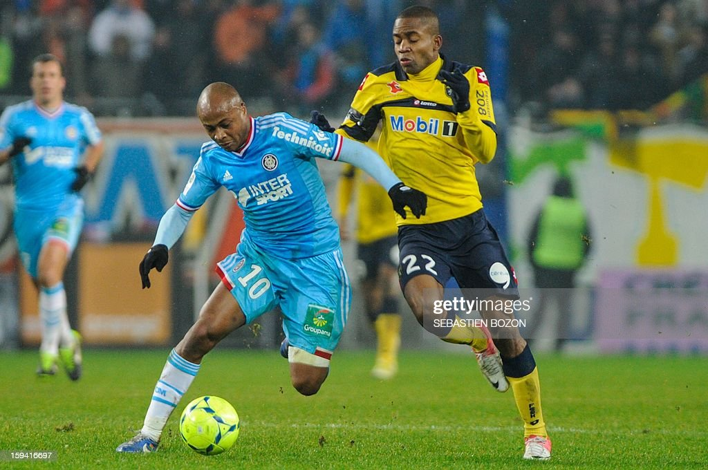Marseille's forward Andre Ayew (L) vies with Sochaux's Cedric Bakambu (R) during the French L1 football match Sochaux (FCSM) vs Marseille (OM) at the August Bonal Stadium in Montbeliard, on January 13, 2013.
