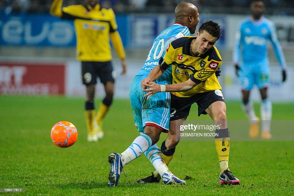 Marseille's forward Andre Ayew (L) vies with Sochaux's defender Sebastien Corchia during the French L1 football match Sochaux (FCSM) vs Marseille (OM) at the August Bonal Stadium in Montbeliard, on January 13, 2013.