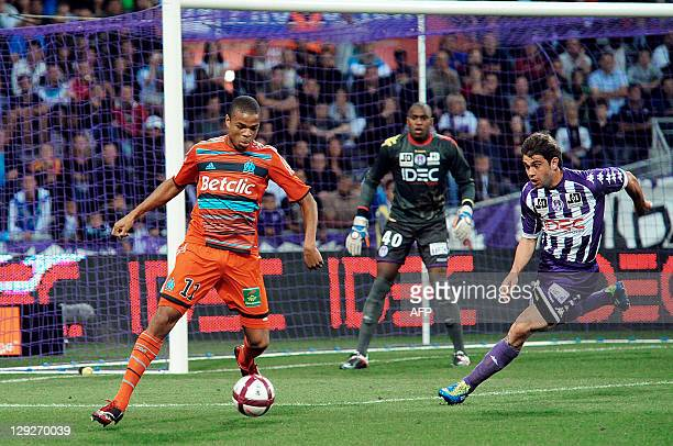 Marseille's forward Loic Remy controls the ball next to Toulouse's defender Palve Nikov during the French L1 football match Toulouse vs Marseille on...