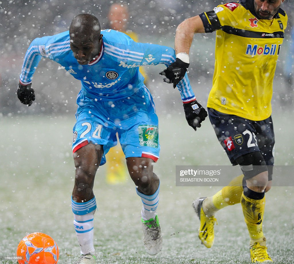 Marseille's French defender Fanni Rod (L) vies with Sochaux' French defender David Sauget (R) during their French L1 football match Sochaux (FCSM) versus Marseille (OM) at the August Bonal Stadium in Montbeliard, on January 13, 2013