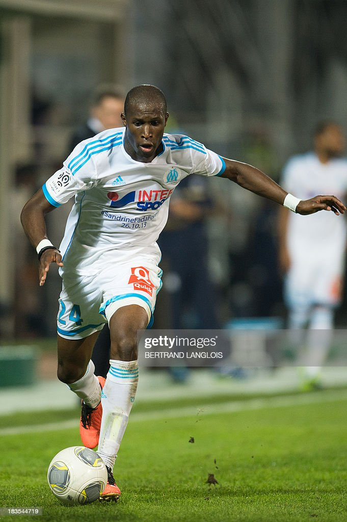 Marseille's French defender Rod Fanni runs with the ball during the French L1 football match Olympique de Marseille vs Paris Saint-Germain on October 6, 2013 at the Velodrome stadium in Marseille, southern France. AFP PHOTO / BERTRAND LANGLOIS