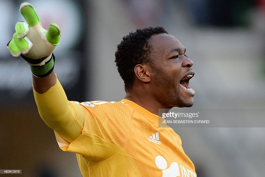 Marseille's French goalkeeper Steve Mandanda reacts during the French L1 football match between Rennes and Marseille on February 7 2015 at the Route...