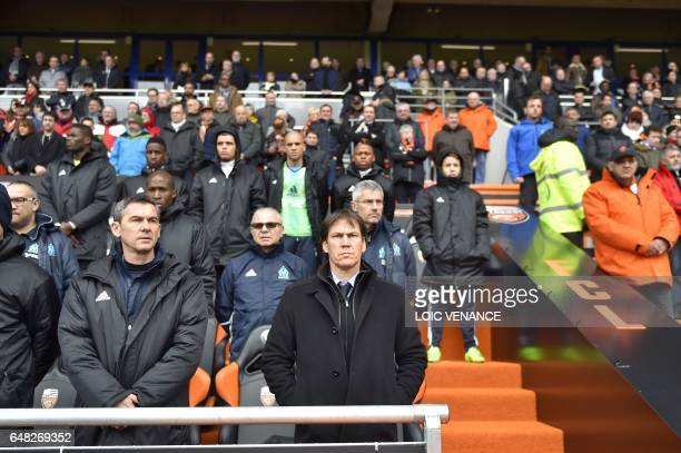 Marseille's French head coach Rudi Garcia and supporters pay tribute to French football legend Raymond Kopa prior to the start of the French L1...