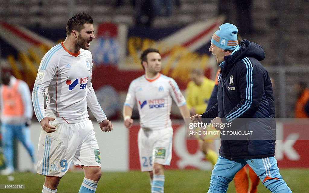 Marseille's French midfielder Andre Pierre Gignac (L) celebrates with Marseille's French head coach Elie Baup (R) after winning the French L1 football match Marseille (OM) vs Montpellier (MHSC) on January 19, 2013 at the Velodrome stadium in Marseille, southern France. AFP PHOTO / ANNE-CHRISTINE POUJOULAT