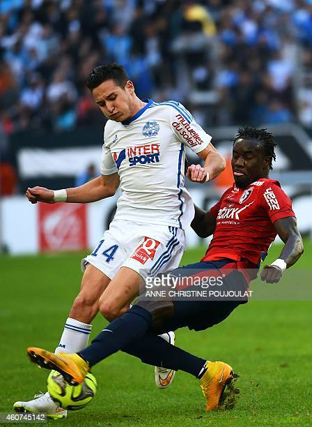 Marseille's French midfielder Florian Thauvin vies for the ball with Lille's Senegalese defender Pape Souare during the French L1 football match...