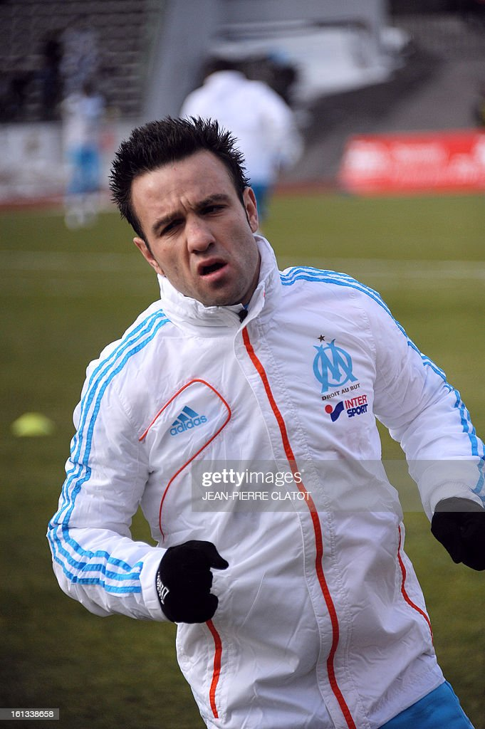 Marseille's French midfielder Mathieu Valbuena prepares during his training before the French L1 football match Evian (ETGFC) vs Marseille (OM) on February 10, 2013 at the city stadium Parc des sports in Annecy, eastern France. AFP PHOTO / JEAN-PIERRE CLATOT