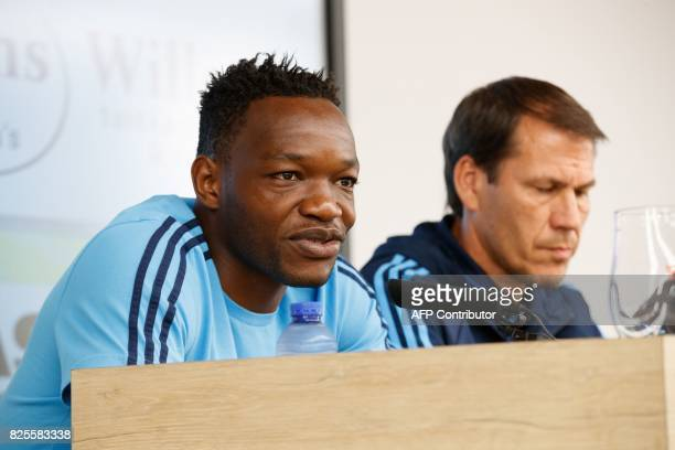 Marseille's goalkeeper Steve Mandanda flanked by Marseille's head coach Rudi Garcia speaks during a press conference of French club Olympic Marseille...