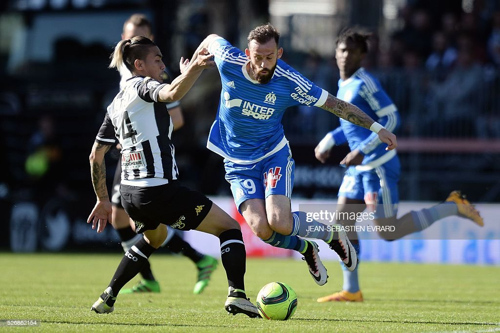 Marseille's Scottish forward Steven Fletcher (R) vies with Angers' French forward Billy Ketkeophomphone during the French L1 football match between Angers and Marseille on May 1, 2016 at the Jean Bouin stadium in Angers, western France.