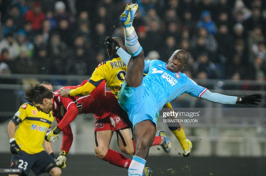 Marseille's Senegalese defender Souleymane Diawara (R) vies with Sochaux' French goalkeeper Simon Pouplin (L) and Sochaux' French forward Sloan Privat (C) during their French L1 football match Sochaux (FCSM) versus Marseille (OM) at the August Bonal Stadium in Montbeliard, on January 13, 2013