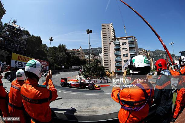 Marshals applaud as Daniel Ricciardo of Australia driving the Red Bull Racing Red BullTAG Heuer RB12 TAG Heuer on his slowdown lap after getting pole...