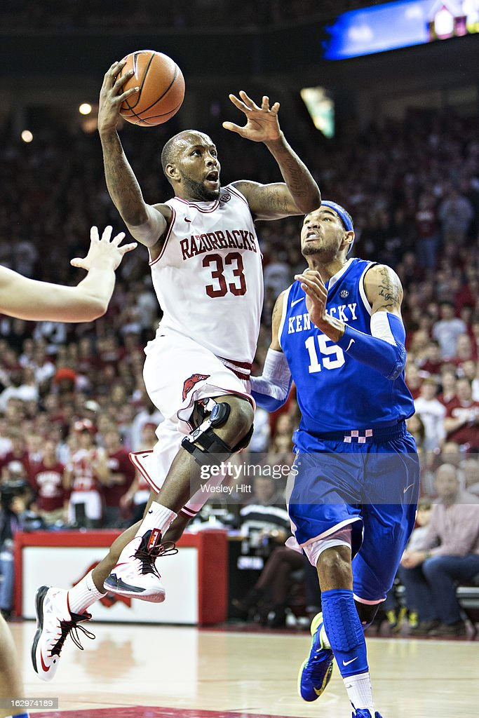Marshawn Powell #33 of the Arkansas Razorbacks goes up for a layup against the Kentucky Wildcats at Bud Walton Arena on March 2, 2013 in Fayetteville, Arkansas.