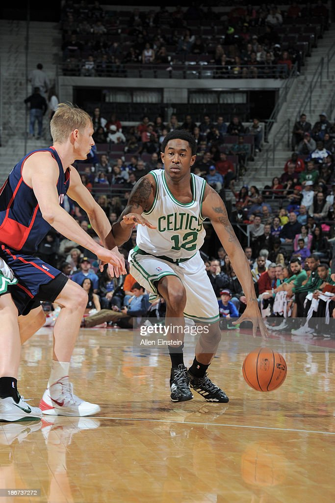 <a gi-track='captionPersonalityLinkClicked' href=/galleries/search?phrase=MarShon+Brooks&family=editorial&specificpeople=4884862 ng-click='$event.stopPropagation()'>MarShon Brooks</a> #12 of the Boston Celtics drives to the basket against <a gi-track='captionPersonalityLinkClicked' href=/galleries/search?phrase=Kyle+Singler&family=editorial&specificpeople=4216029 ng-click='$event.stopPropagation()'>Kyle Singler</a> #25 of the Detroit Pistons on November 3, 2013 at The Palace of Auburn Hills in Auburn Hills, Michigan.