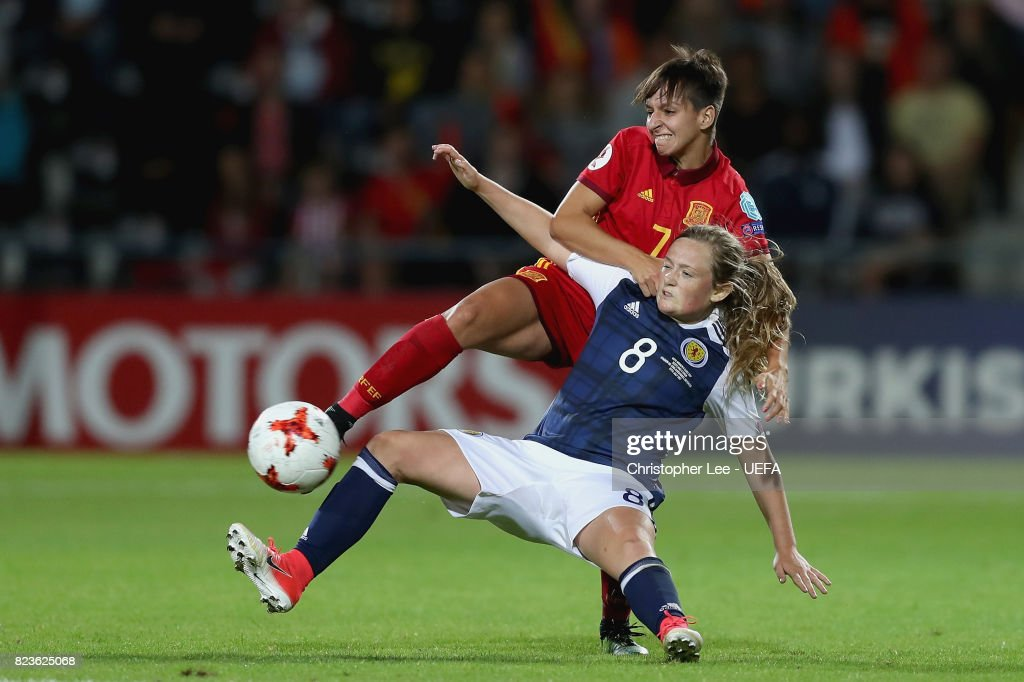 Marta Corredera of Spain and Erin Cuthbert of Scotland battle for possession during the Group D match between Scotland and Spain during the UEFA Women's Euro 2017 at Stadion De Adelaarshorst on July 27, 2017 in Deventer, Netherlands.