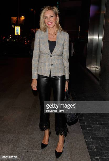 Marta Robles attends the 'Tricicle Hits' premiere at La Luz theatre on October 19 2017 in Madrid Spain