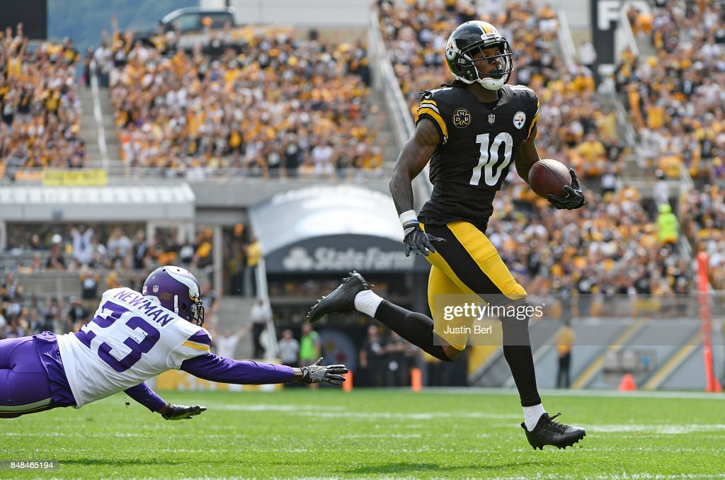 Martavis Bryant #10 of the Pittsburgh Steelers avoid a tackle by Terence Newman #23 of the Minnesota Vikings as he heads to the end zone for a 27 yard touchdown reception in the first quarter during the game at Heinz Field on September 17, 2017 in Pittsburgh, Pennsylvania.
