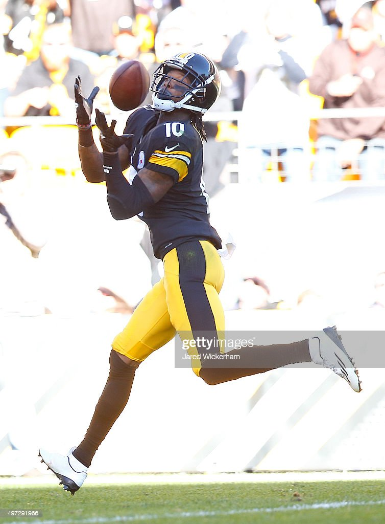 Martavis Bryant #10 of the Pittsburgh Steelers catches a pass for a 2nd quarter touchdown during the game against the Cleveland Browns at Heinz Field on November 15, 2015 in Pittsburgh, Pennsylvania.