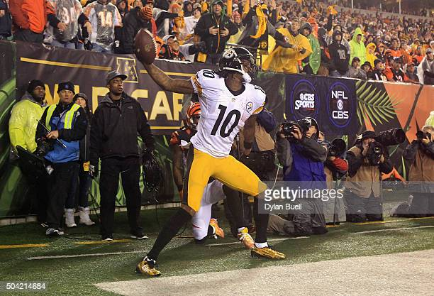 Martavis Bryant of the Pittsburgh Steelers celebrates scoring a touchdown in the third quarter against the Cincinnati Bengals during the AFC Wild...