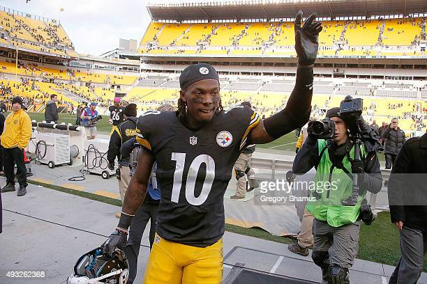 Martavis Bryant of the Pittsburgh Steelers leaves the field after the game against the Arizona Cardinals at Heinz Field on October 18 2015 in...