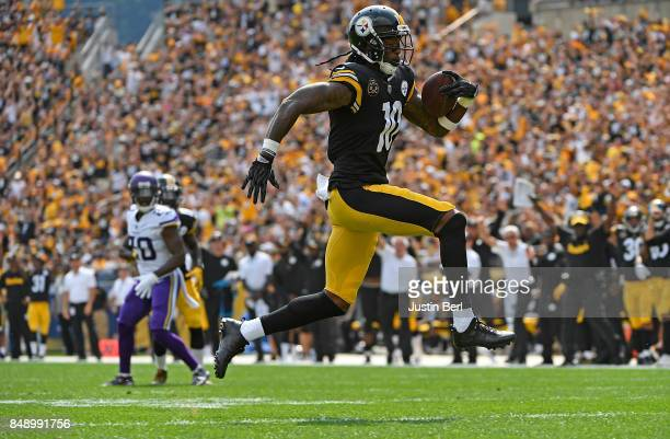 Martavis Bryant of the Pittsburgh Steelers runs into the end zone for a 27yard touchdown reception in the first quarter during the game against the...