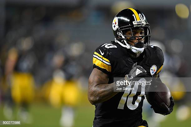 Martavis Bryant of the Pittsburgh Steelers runs the ball after making a catch for a 68 yard touchdown in the third quarter of the game against the...