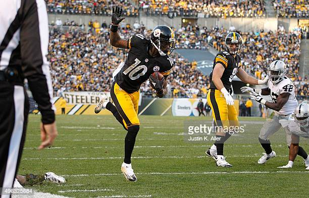 Martavis Bryant of the Pittsburgh Steelers runs the ball in for a touchdown during the 4th quarter of the game against the Oakland Raiders during the...