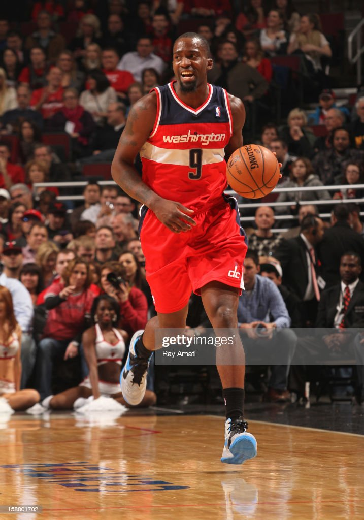 Martell Webster #9 of the Washington Wizards handles the ball up court during the game against the Chicago Bulls on December 29, 2012 at the United Center in Chicago, Illinois.