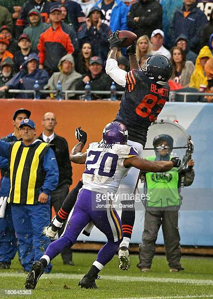 Martellus Bennett of the Chicago Bears makes the gamewinning touchdown catch over Chris Cook of the Minnesota Vikings with 10 seconds left in the...