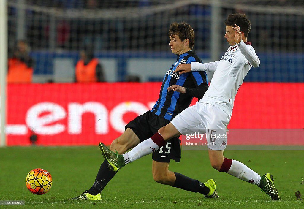 Marten De Roon of Atalanta BC is challenged by Daniele Baselli of Torino FC during the Serie A match between Atalanta BC and Torino FC at Stadio Atleti Azzurri d'Italia on November 22, 2015 in Bergamo, Italy.