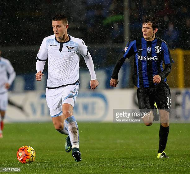 Marten De Roon of Atalanta competes for the ball with Savic Milinkovic of Lazio during the Serie A match between Atalanta BC and SS Lazio at Stadio...