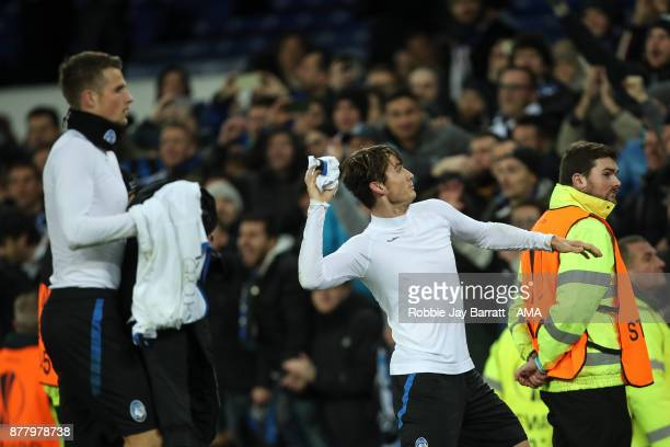 Marten de Roon of Atalanta throws his shirt in to the crowd during the UEFA Europa League group E match between Everton FC and Atalanta at Goodison...