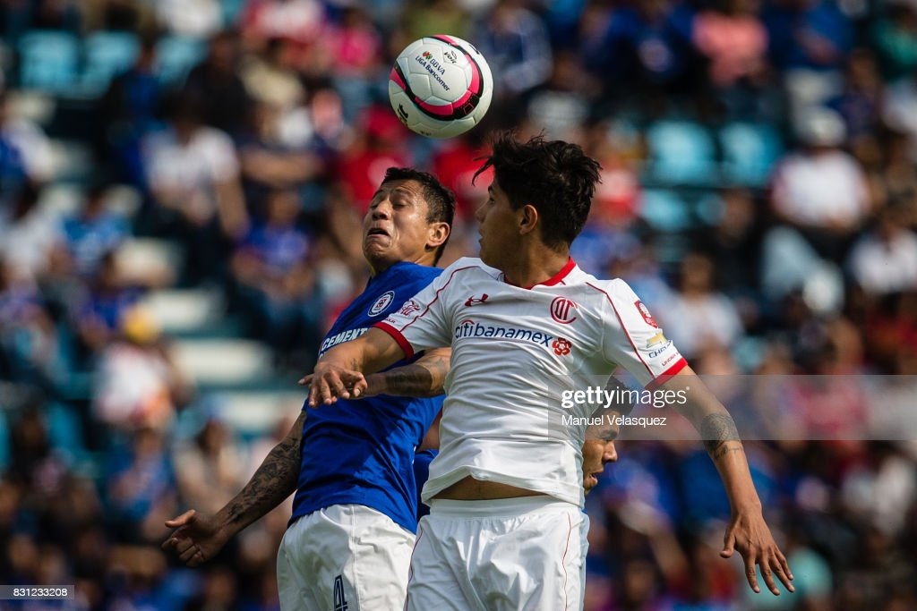 Martin Abundiz (R) of Toluca struggles for the ball against Julio Cesar Dominguez (L) of Cruz Azul during the 4th round match between Cruz Azul and Chivas as part of the Torneo Apertura 2017 Liga MX at Azul Stadium on August 12, 2017 in Mexico City, Mexico.