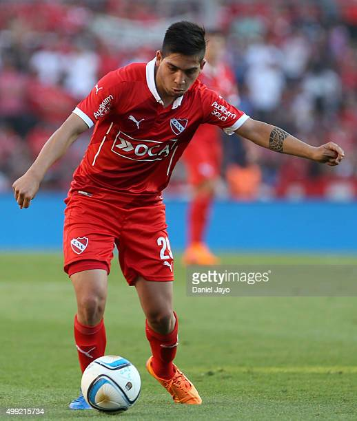 Martin Benitez of Independiente drives the ball during a first leg match between Independiente and Racing Club as part of Pre Copa Libertadores...