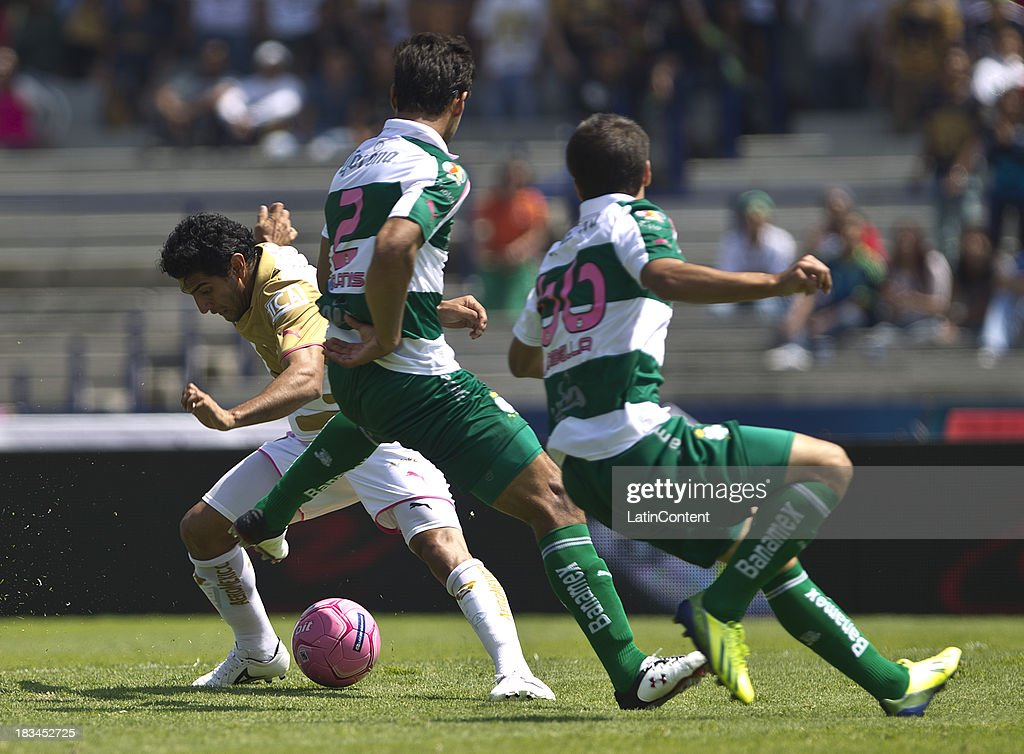 <a gi-track='captionPersonalityLinkClicked' href=/galleries/search?phrase=Martin+Bravo&family=editorial&specificpeople=5679185 ng-click='$event.stopPropagation()'>Martin Bravo</a> (L) of Pumas fights for the ball with <a gi-track='captionPersonalityLinkClicked' href=/galleries/search?phrase=Oswaldo+Alanis&family=editorial&specificpeople=6871353 ng-click='$event.stopPropagation()'>Oswaldo Alanis</a> (R) of Santos during a match between Pumas and Santos as part of the Apertura 2013 Liga MX at Olympic Stadium on October 06, 2013 in Mexico City, Mexico.