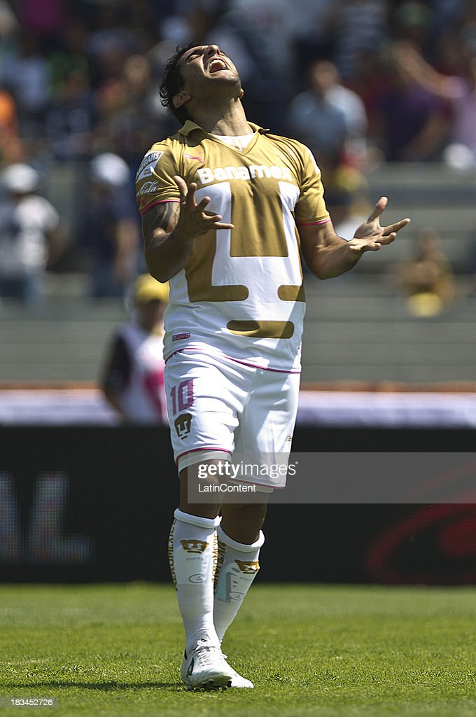 <a gi-track='captionPersonalityLinkClicked' href=/galleries/search?phrase=Martin+Bravo&family=editorial&specificpeople=5679185 ng-click='$event.stopPropagation()'>Martin Bravo</a> of Pumas reacts during a match between Pumas and Santos as part of the Apertura 2013 Liga MX at Olympic Stadium on October 06, 2013 in Mexico City, Mexico.
