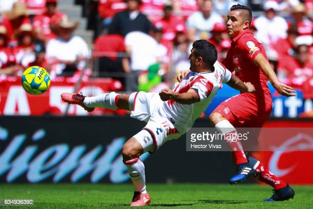 Martin Bravo of Veracruz struggles for the ball with Efrain Velarde of Toluca during the 6th round match between Toluca and Veracruz as part of the...