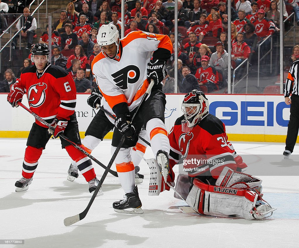 Martin Brodeur #30 of the New Jersey Devils makes a pad save while being screened by Wayne Simmonds #17 of the Philadelphia Flyers during the game at the Prudential Center on February 15, 2013 in Newark, New Jersey.