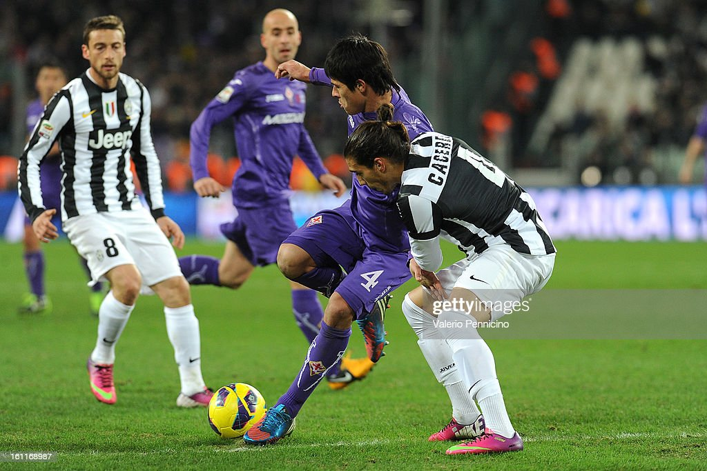 Martin Caceres (R) of Juventus FC competes with Facundo Roncaglia of ACF Fiorentina during the Serie A match between Juventus FC and ACF Fiorentina at Juventus Arena on February 9, 2013 in Turin, Italy.