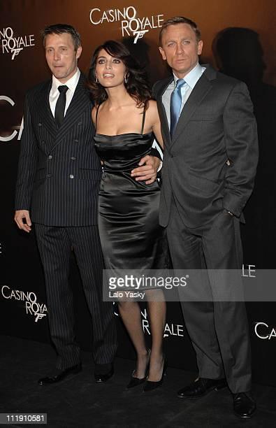 Martin Campbell Caterina Murino and Daniel Craig during 'Casino Royale' Madrid Premiere at Palacio de la Musica CInema in Madrid Madrid Spain