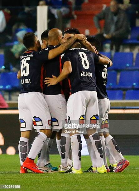 Martin Cauteruccio of San Lorenzo and teammates celebrate their team's first goal during a match between Tigre and San Lorenzo as part of round 26th...