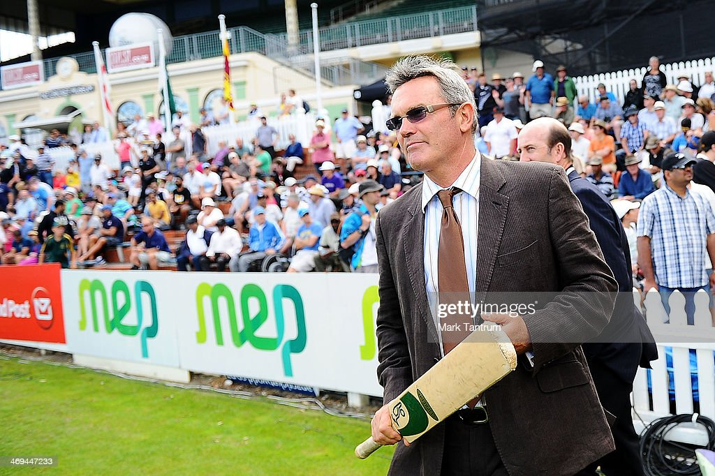 <a gi-track='captionPersonalityLinkClicked' href=/galleries/search?phrase=Martin+Crowe&family=editorial&specificpeople=2174248 ng-click='$event.stopPropagation()'>Martin Crowe</a> walks onto the field during the 'One Year To Go' to the ICC Cricket World Cup announcement at the Basin Reserve on February 15, 2014 in Wellington, New Zealand.