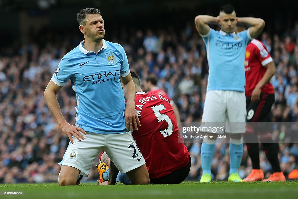 http://media.gettyimages.com/photos/martin-demichelis-of-manchester-city-reacts-during-the-barclays-picture-id516696224