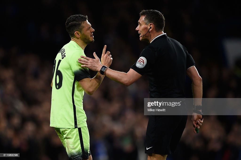 <a gi-track='captionPersonalityLinkClicked' href=/galleries/search?phrase=Martin+Demichelis&family=editorial&specificpeople=240330 ng-click='$event.stopPropagation()'>Martin Demichelis</a> of Manchester City remonstrates with referee <a gi-track='captionPersonalityLinkClicked' href=/galleries/search?phrase=Andre+Marriner&family=editorial&specificpeople=221003 ng-click='$event.stopPropagation()'>Andre Marriner</a> after conceding a penalty during The Emirates FA Cup fifth round match between Chelsea and Manchester City at Stamford Bridge on February 21, 2016 in London, England.